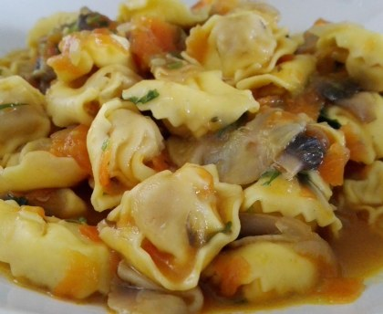 Pasta filled with ham in their vegetable broth