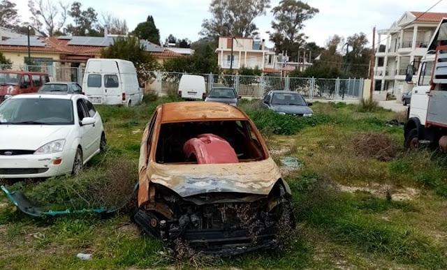 """Τοπικό Συμβούλιο Ναυπλίου: Να απομακρυνθεί το """"νεκροταφείο"""" αυτοκινήτων που βρίσκεται κοντά σε νηπιαγωγείο"""