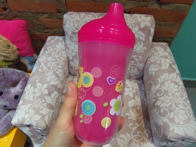 8abff08a1 Copo térmico na Nuby que comprei na Dinda! Estava precisando comprar um  copinho para água maior que o que ela tem. Pensa numa criança que bebe  muita água?
