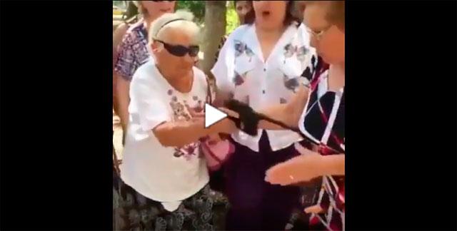https://www.ahnegao.com.br/2019/01/as-idosas-que-organizaram-um-estranho-ritual-de-destruicao-de-ipads.html