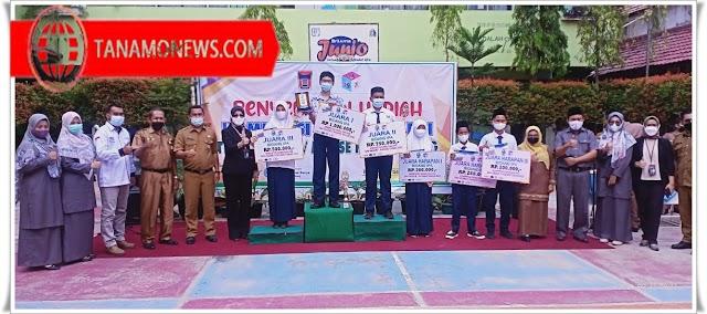 SMP Negeri 1 Padang Serahkan Hadiah KSP 12 Juta Rupiah