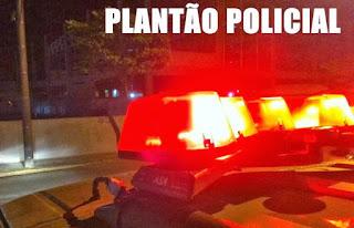 Motociclista fura bloqueio policial e veículo é apreendido em frente a uma choperia
