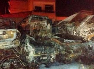 Incêndio atinge 27 veículos estacionados no Fórum de Barra do Choça
