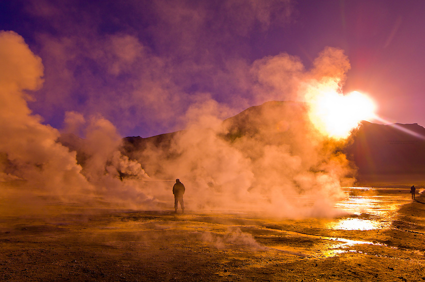 Гейзеры Татио на восходе в пустыне Атакама