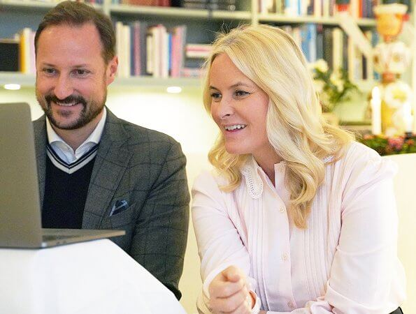 Crown Princess Mette-Marit. Vintage pale pink nude lace collar pleated blouse. Pale pink pintuck pleat shirt with lace collar