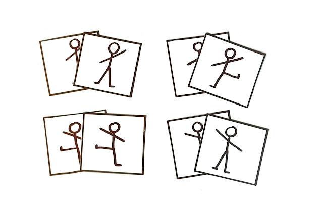 na zdjęciu widzimy kilka kwadratowych kartoników z narysowanymi na nich ludzikami w różnych pozach, z uniesionymi rękami, rogami, nogami rozstawionymi lub złączonymi