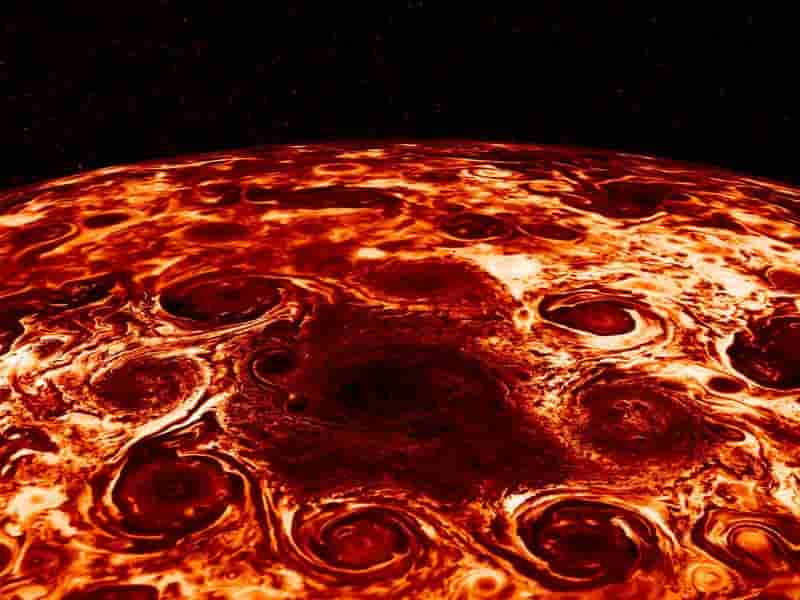 8 cyclones encircle a large cyclone at north pole of jupiter