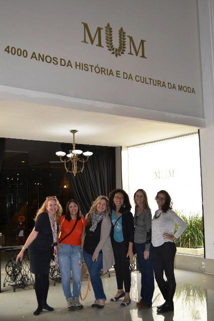 Eu, Regina, Daniela, Denise, Ana e Julia no Museu da Moda, em Canela