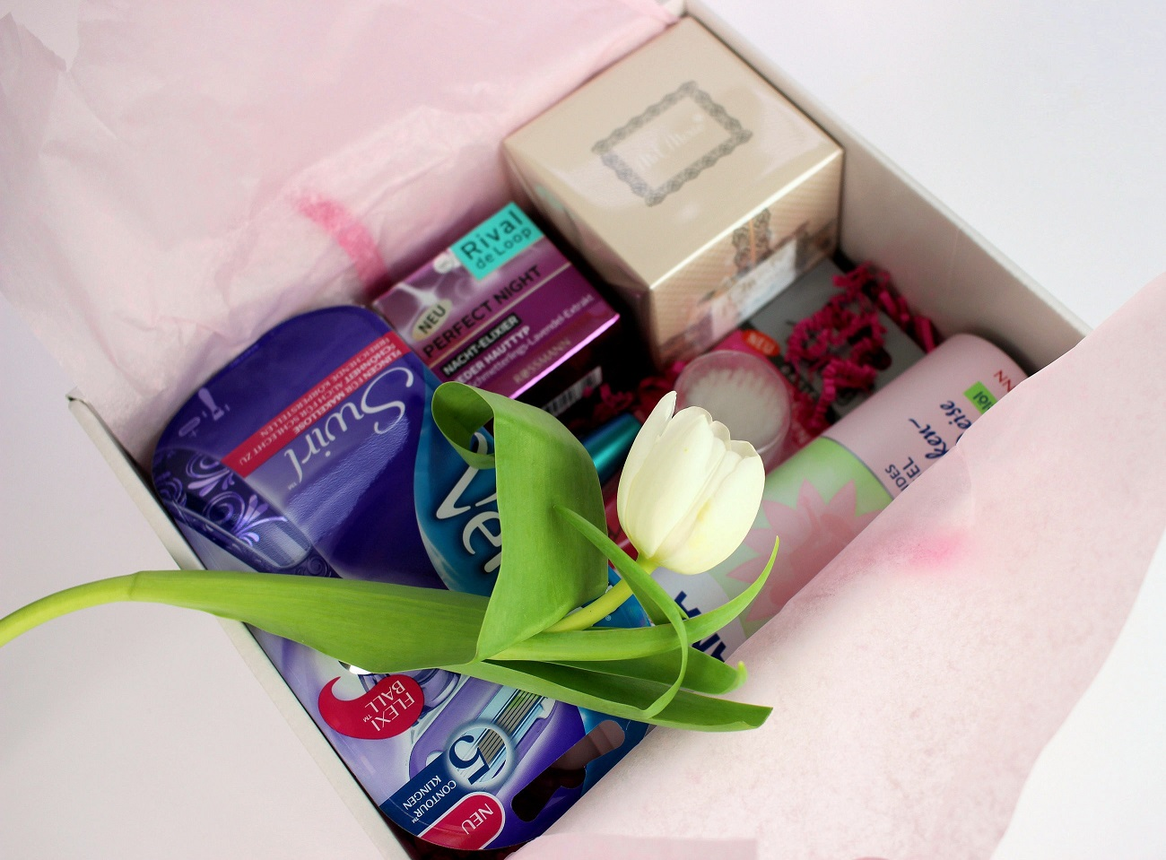#sfmbox, 2016, beauty, box, drogerie, inhalt, märz, produkte, review, rossmann, schön für mich, for your beauty, isana, gillette, rival de loop, max factor, alterra, mel merio, venus swirl, rasierer,