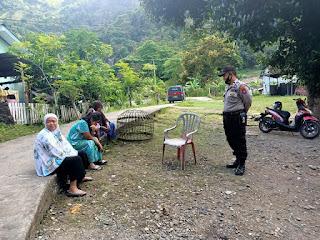 Jalin Silaturrahim, Binmas Polres Enrekang Himbau Warga Tentang Covid-19