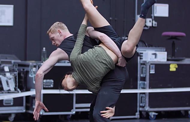 ollandikoi-peiramatismoi-me-to-nederlands-dans-theater