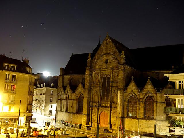 La Lune, comme un Soleil dans la Nuit - Place Saint-Germain - Rennes (23 Février 2021)