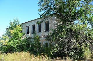 Мирополье. Заброшенное здание бывшей школы и детского сада