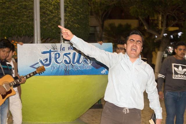joven-predicando-el-evangelio