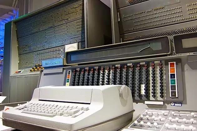 Komputer Generasi Kedua IBM Model 7030 Stretch Early Super Computer
