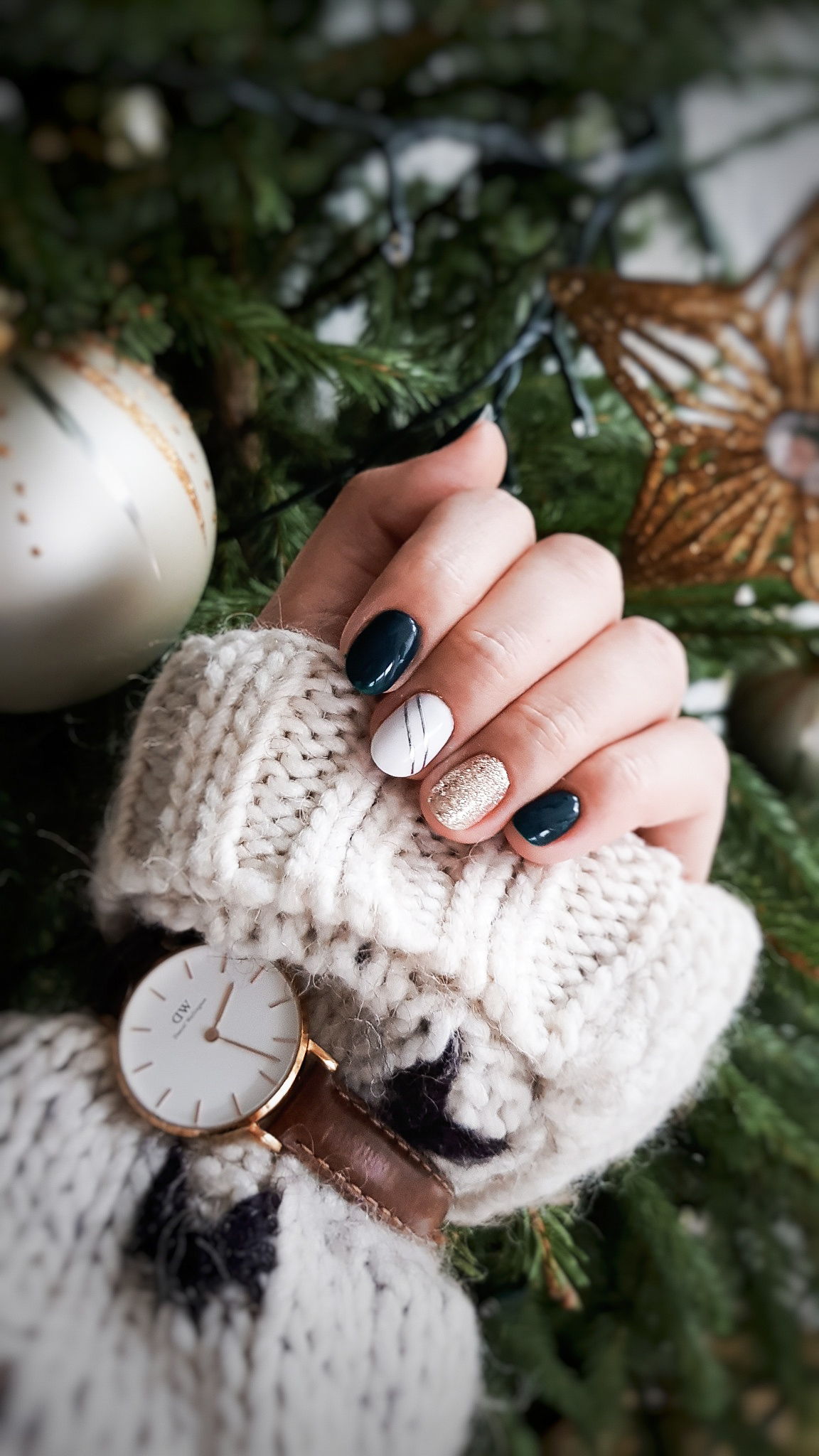 Pomysł na świąteczny manicure. Świąteczne paznokcie inspiracje