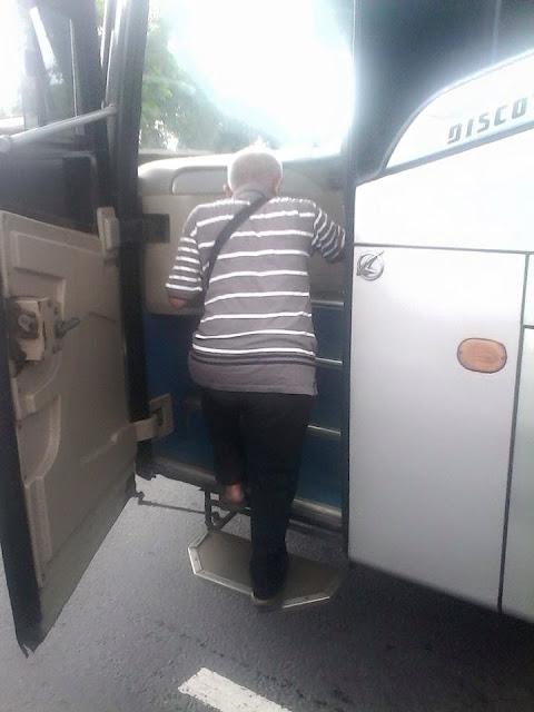 Mau Jenguk Cucu, Kakek ini Kecopetan, Sampai Jual Celana dan Diturunkan dari Bus