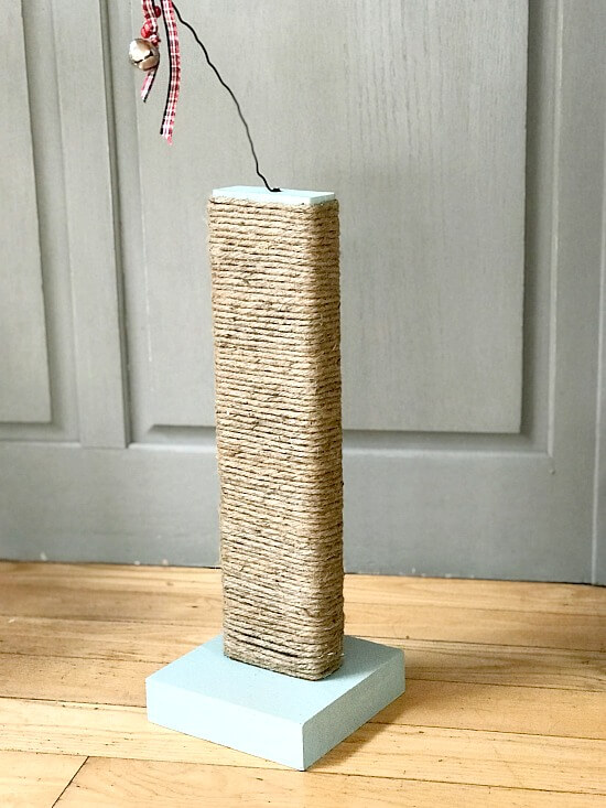 DIY Scratching post for kittens