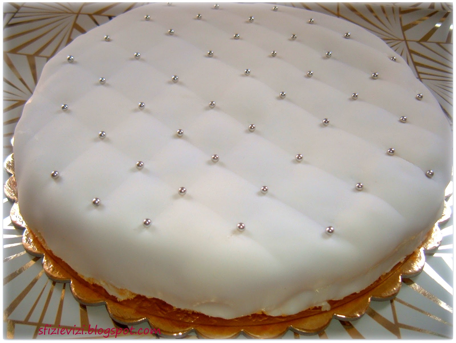 Favoloso Sfizi & Vizi: Torta di compleanno senza latte con pasta di zucchero AR22