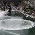 O misterioso circulo de gelo que foi filmado a girar no meio de um rio
