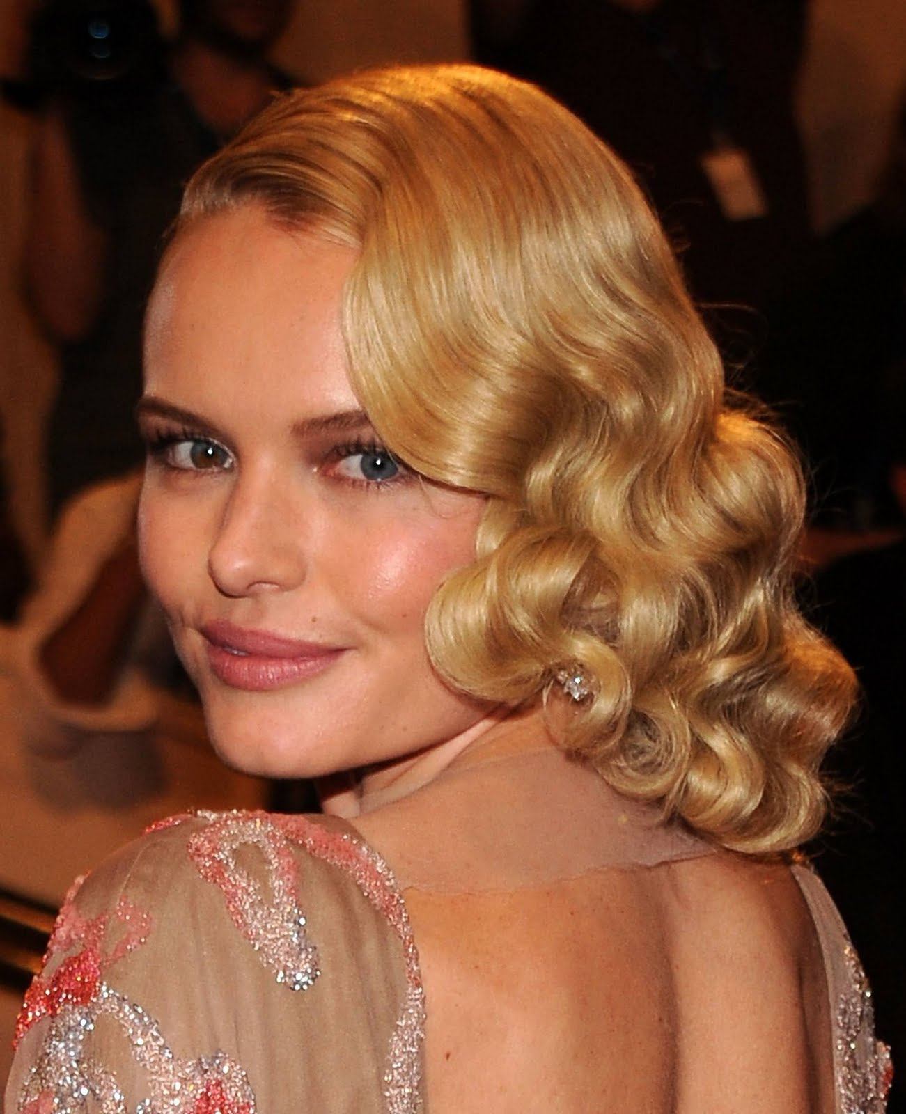 Medium Length Curly Hairstyles For Weddings: Medium Length Wavy Hairstyles For Blonde Hair 2011