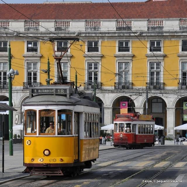 bonde na Praça do Comércio em Lisboa