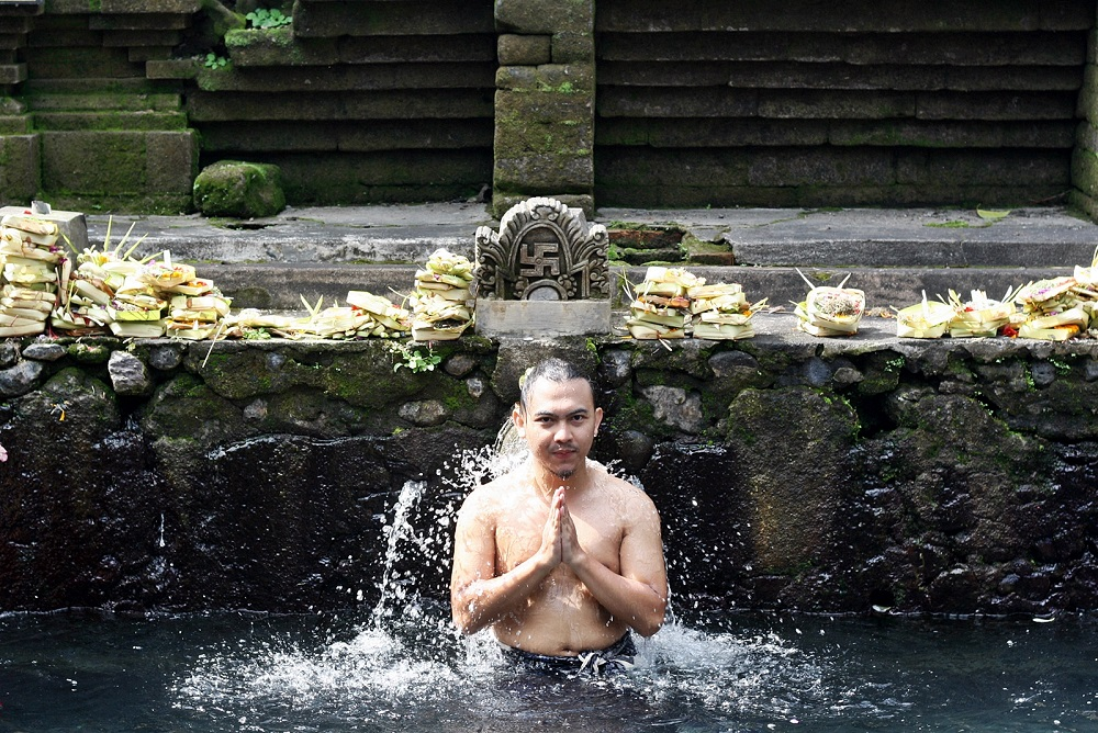 DELUXSHIONIST BEST OF 2015 TIRTA EMPUL