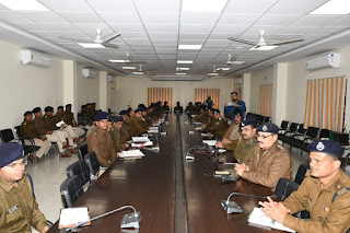 पुलिस महानिरीक्षक ने ली राजपत्रित अधिकारियों एवं थाना प्रभारियों की बैठक, दिये आवश्यक निर्देश
