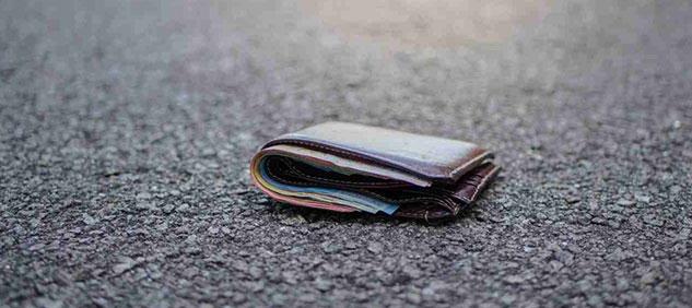 Enuentran y devuelven una cartera perdida hace 50 años