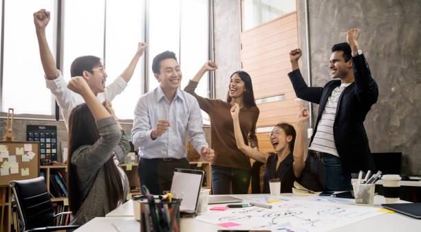 Ilustrasi karyawan bahagia
