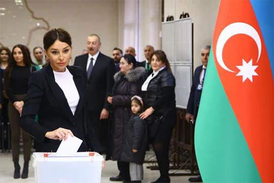 Gana el fraude en Azerbaiyán