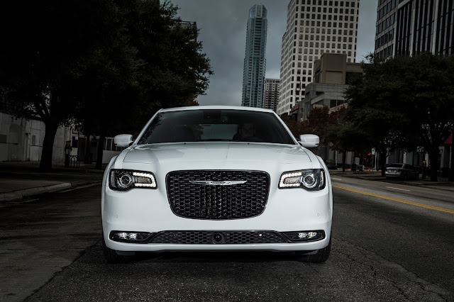 2017 Chrysler 300S front view