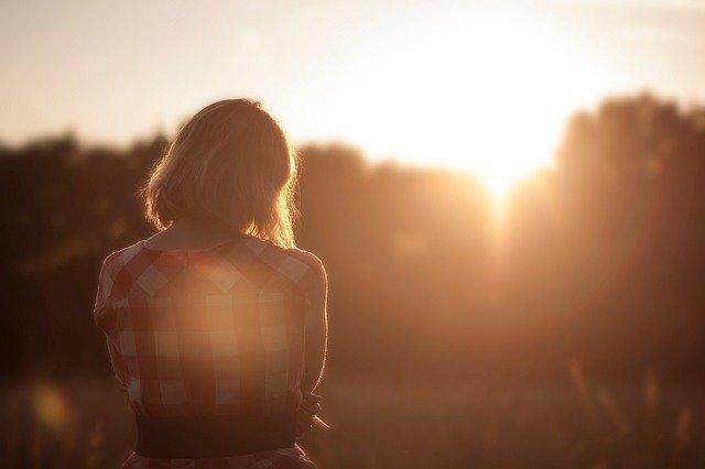 15. kata-kata menyendiri dalam kesepian