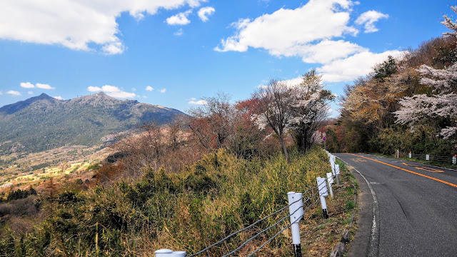 土浦から筑波パープルライン( 表筑波スカイライン+筑波スカイライン)で筑波山に上り、真壁に下ってつくばりんりんロードで雨引観音へ。帰りはりんりんロードからつくば駅へ出るサイクリングコース。春は桜スポット満載です。