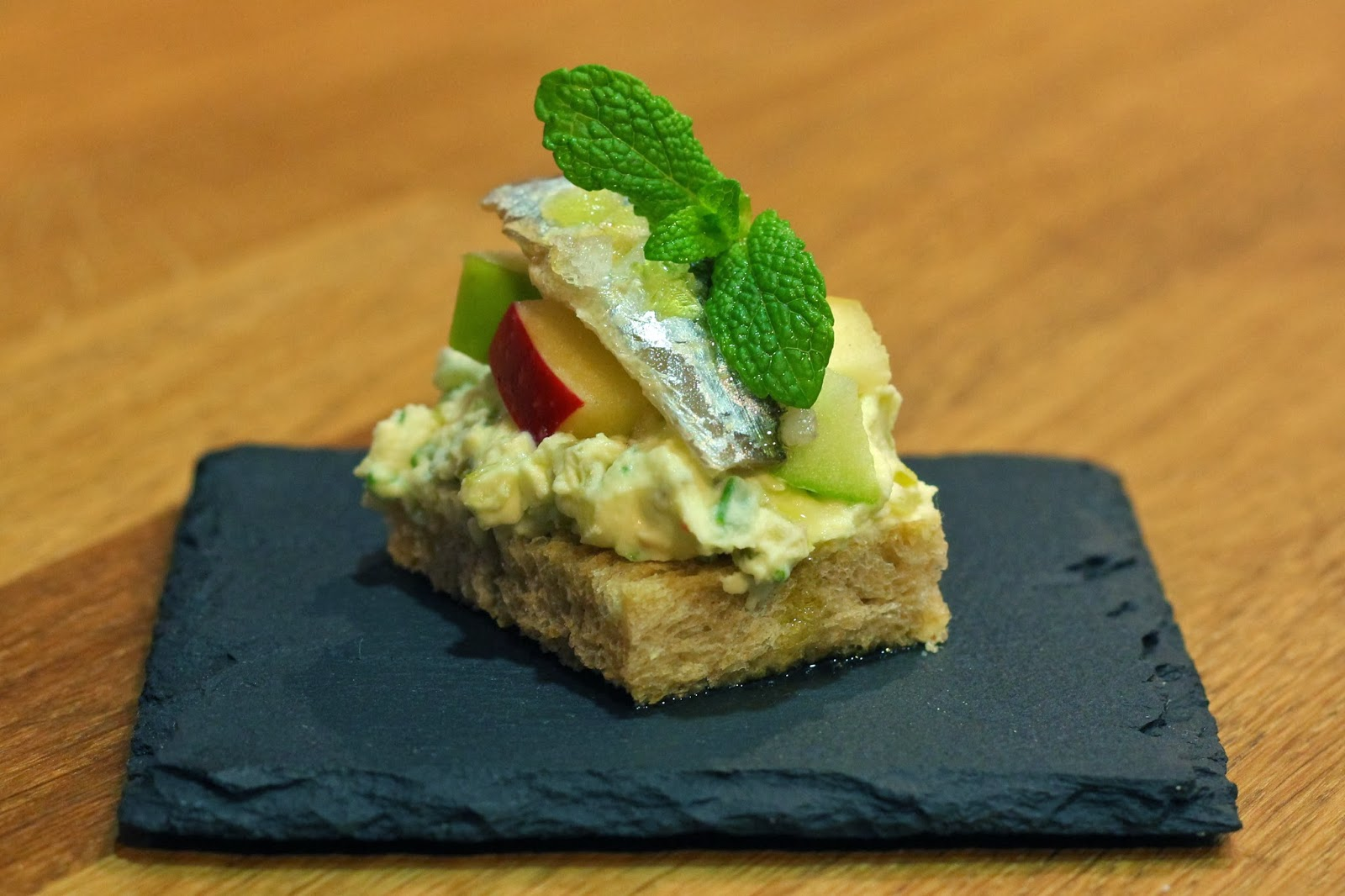A cooking course with class for Canape barcelona