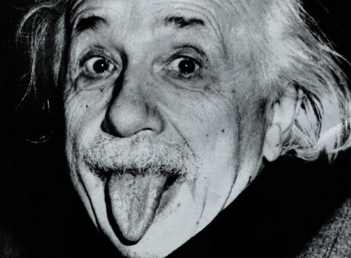 Albert Einstein dando língua. #PraCegoVer