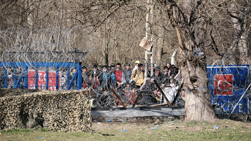 Νέα περάσματα στον Έβρο αναζητούν οι μετανάστες - Οι Τούρκοι τους μεταφέρουν στα σύνορα με ψεύτικες υποσχέσεις