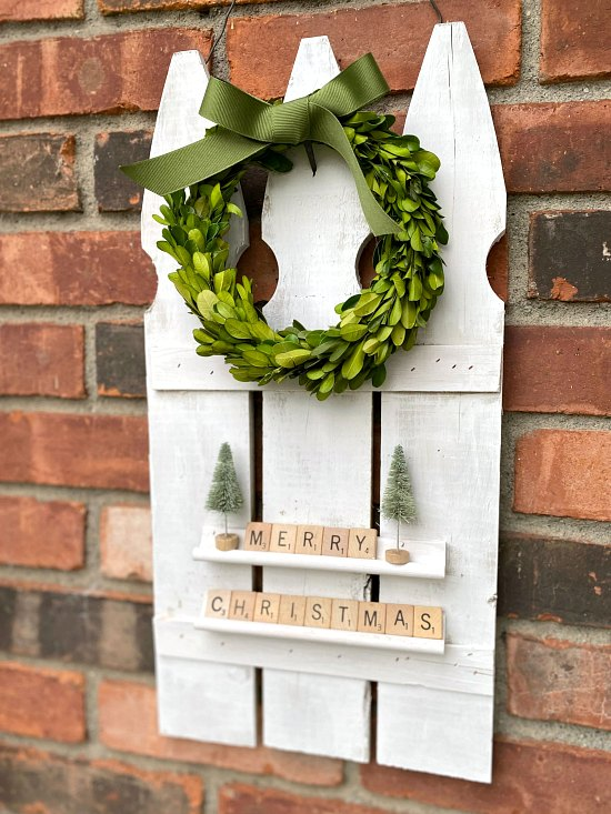 DIY Repurposed Picket Fence Holiday Decoration