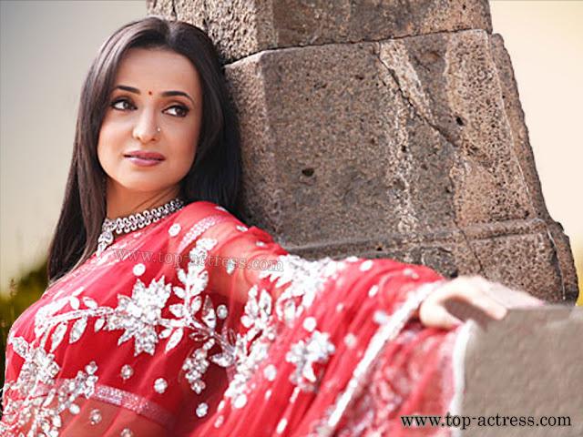 Sanaya Irani Images, Hot Photos & HD Wallpapers