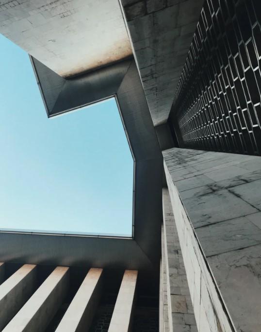 arsitektur unik serba siku
