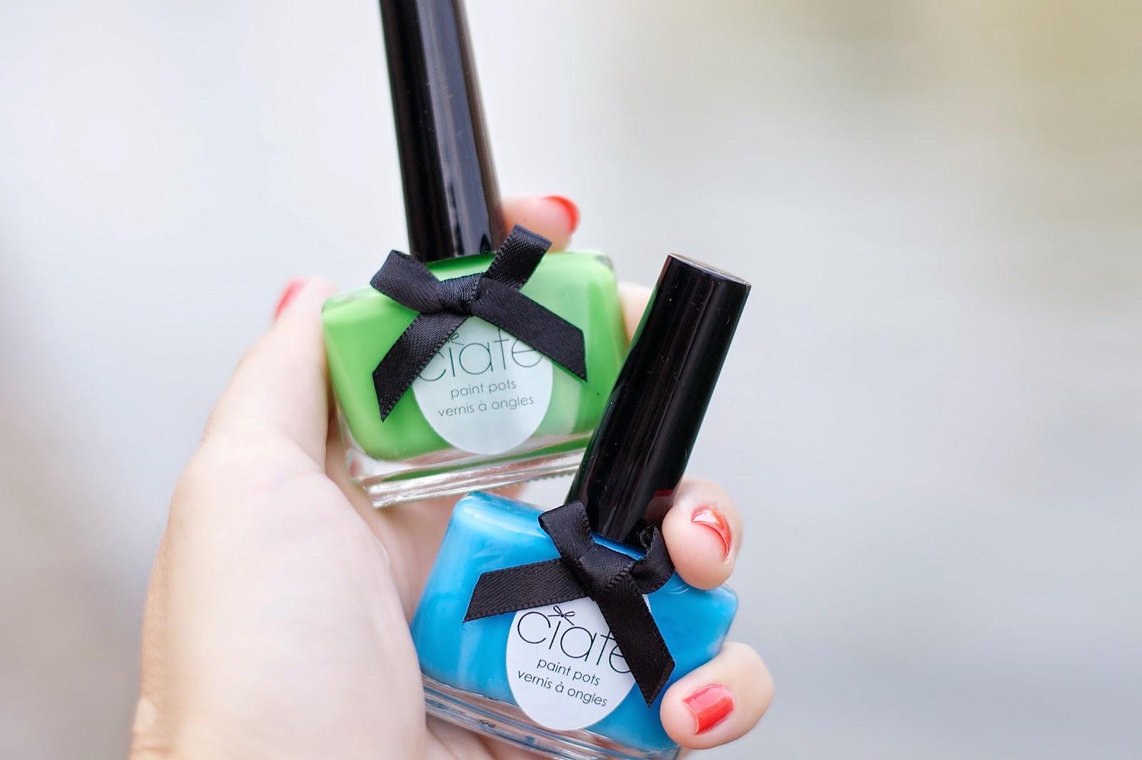 如何穿绿色指甲油