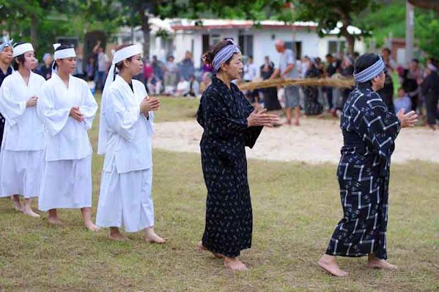 culture, dance, virgins, women, rituals, kimonos, barefoot, Okinawa, Shinugu