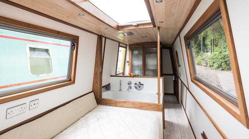 Dormire nelle case più belle di Londra la casa galleggiante a Little Venice cabina