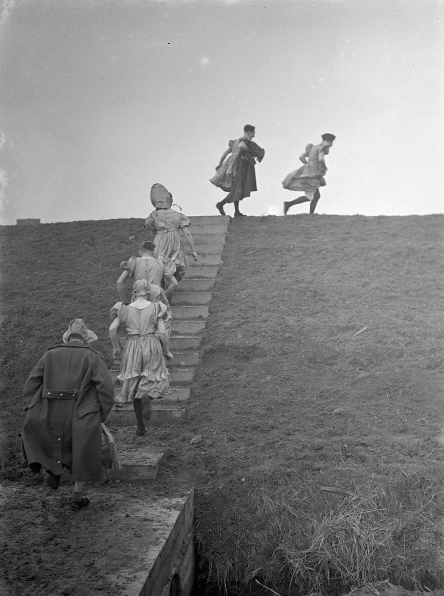 british soldiers manning anti aircraft guns in womens clothes