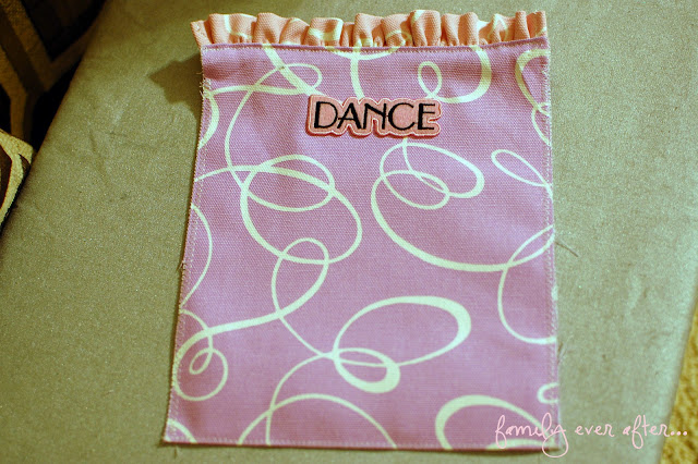 Ruffle Dance Bag Tutorial { lilluna.com } So cute-your girls will love it!!