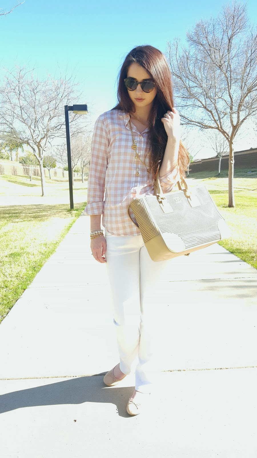 bright Spring outfit with white denim