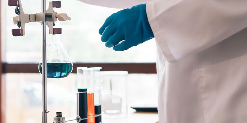 انتاج المركبات الصيدلانية باستخدام التقنيات الحيوية النباتية