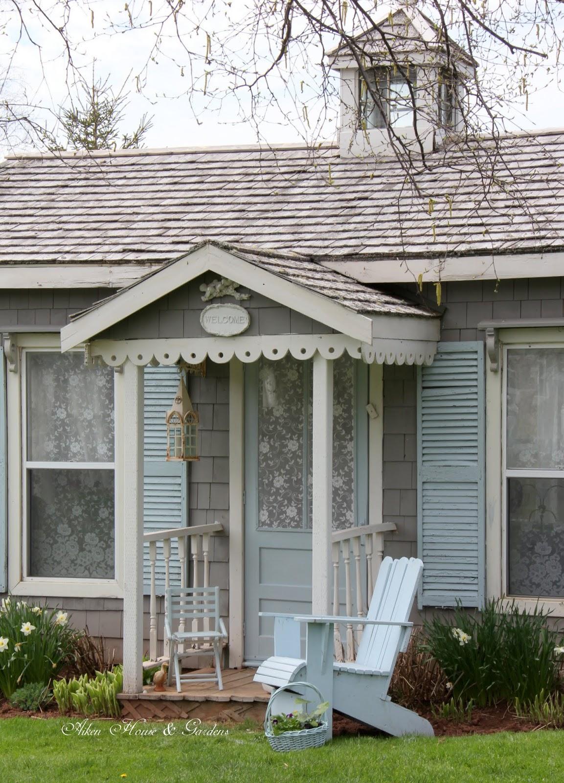 Aiken house gardens soft blues in the gardener 39 s cottage for Aiken house
