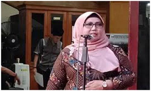 Ketua DPRD Elly Thrisyanti Berikan Bantuan Ke Masjid Nurul Jannah Gates