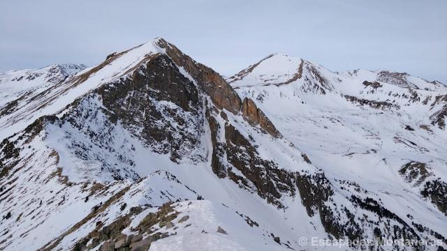 Pas dels Isards visto desde el Gra de Fajol Petit en la Olla de Ulldeter invernal de Vallter